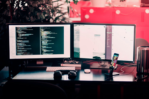 С помощью каких программ можно начать разрабатывать сайты новичку